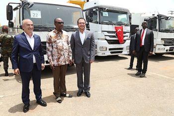 Don de la société Albayrak : Remise des camions pour l'assainissement de Conakry